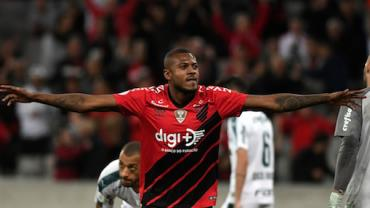 Palmeiras empata no Paraná e fica mais longe do líder