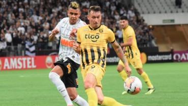 Corinthians vence por 2 a 1, mas é eliminado da Libertadores pelo Guaraní