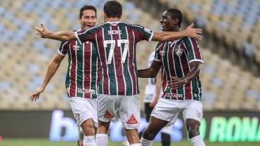 Nenê marca dois, e Fluminense supera Corinthians