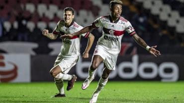 Flamengo vence Vasco de virada e dorme na vice-liderança