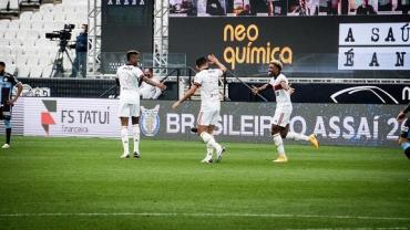Flamengo goleia Corinthians por 5 a 1 na Neo Química Arena