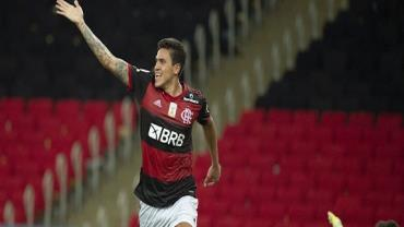 Pedro se irrita ao ser substituído em vitória do Flamengo contra o Fortaleza