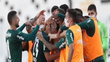Com gol relâmpago, Palmeiras bate Grêmio e vira líder do Brasileiro