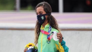 Rayssa Leal, a Fadinha, fatura prata no skate street em Tóquio 2020