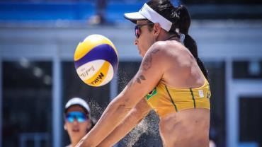 Olimpíadas: Brasileiras Ágatha e Duda perdem para dupla chinesa no vôlei de praia