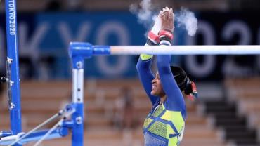 Em apresentação histórica, Rebeca Andrade ganha prata na ginástica artística