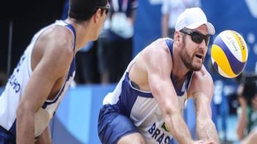 Olimpíada: Alison e Álvaro Filho caem no vôlei de praia