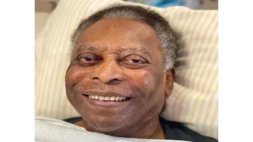 Pelé faz fisioterapia no quarto de hospital em São Paulo