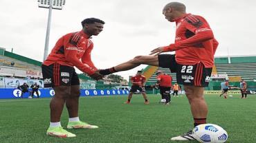 'São Paulo sofre para matar o jogo', analisa Elcio Mendonça
