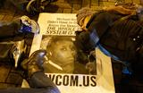 Protestos tomam conta das ruas de Ferguson, nos EUA