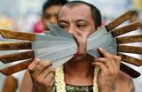 Fi�is furam bochechas em festival anual na Tail�ndia
