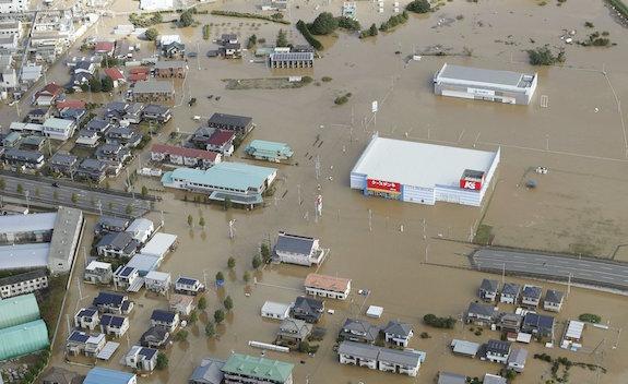 Rastro de destruição   Passagem do tufão mata mais de 20 no Japão