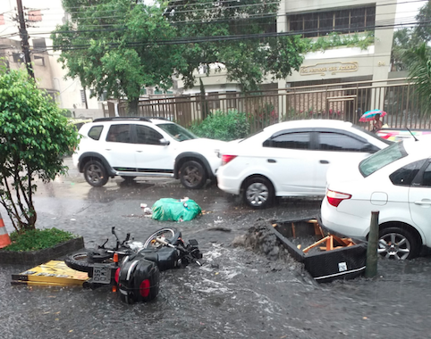 Aeroporto fecha | Chuva forte alaga ruas e Rio entra em estado de atenção