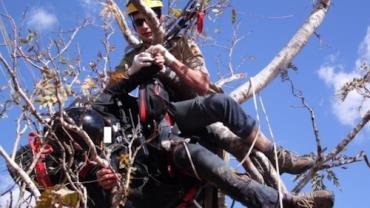 Homem morre após cair de parapente em Goiás