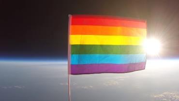 Bandeira do orgulho LGBT é enviada para o espaço