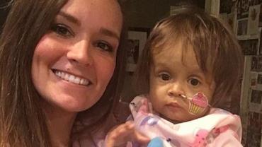 Babá doa parte do fígado e ajuda a salvar menina de 1 ano nos EUA