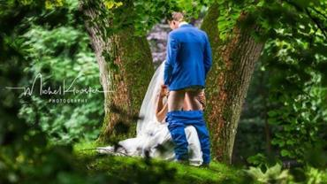 Foto de noiva simulando sexo oral em casamento viraliza na web