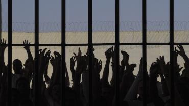 Rebelião em presídio no Paraná termina após presos libertarem reféns