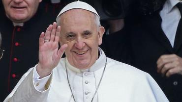 """Em batismo, papa Francisco diz que mães podem ficar """"à vontade"""" para amamentar na Capela Sistina"""