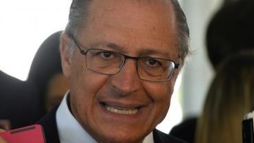 Alckmin se reúne com congressistas tucanos e traça cenário favorável em eleição sem Lula