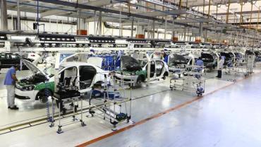 Após queda por greve, indústria cresce 13% em junho, segundo IBGE