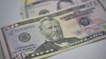 Mercado prevê dólar a R$ 3,75 no fim do ano e alta menor do PIB