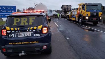 Presos em fuga incendeiam caminhões e interditam rodovia BR-116