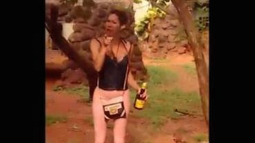 Travesti invade zoológico de Ribeirão Preto e pula em recinto das onças; vídeo