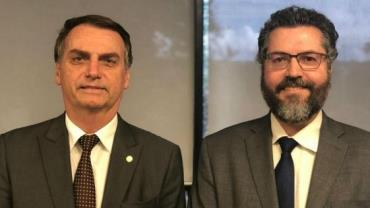 Bolsonaro anuncia embaixador Ernesto Araújo como ministro das Relações Exteriores
