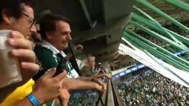 No Allianz Parque, Bolsonaro parabeniza Palmeiras pelo Brasileirão