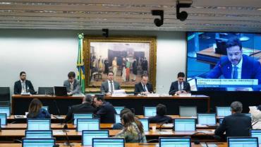 Deputados retomam debate sobre reforma da Previdência pelo segundo dia