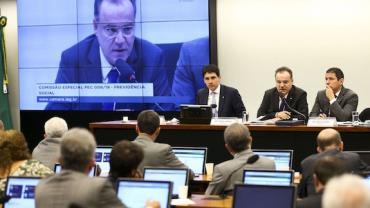 Reforma da Previdência: comissão deve votar parecer final até sexta-feira (28)