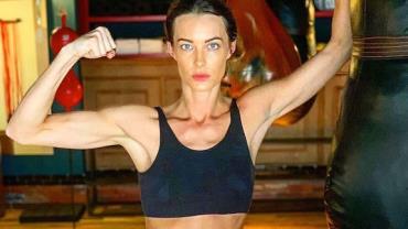 Youtuber e apresentadora britânica Emily Hartridge morre aos 35 anos após acidente com patinete elétrico