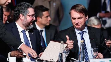 """Bolsonaro afirma que Trump deve dar """"sinal positivo"""" para Eduardo em embaixada dos EUA"""