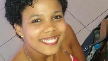 Mulher é morta a facadas após brigar com vizinho por causa de som alto no RJ