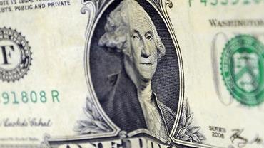 Dólar fecha abaixo de R$ 4; bolsa cai para menos de 100 mil pontos