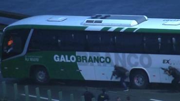 Sequestrador de ônibus na Ponte Rio-Niterói é morto após 3h30 de cerco