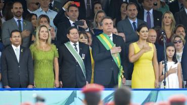 Bolsonaro e ministros participam de desfile cívico militar em Brasília