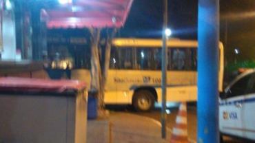 Motorista de ônibus é obrigado a levar corpos de suspeitos para Pronto Socorro de São Gonçalo, RJ