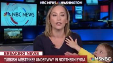 Vídeo: Apresentadora é interrompida pelo filho de 4 anos em telejornal nos EUA
