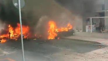 Avião de pequeno porte cai no Caiçara, em Belo Horizonte (MG)