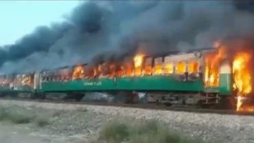 Botijão de gás explode em trem e mata dezenas no Paquistão