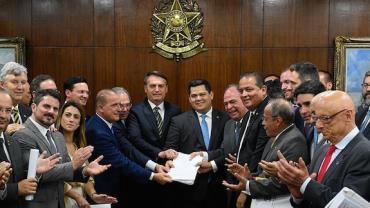 Bolsonaro entrega ao Congresso pacote de medidas econômicas