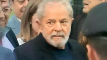 Ex-presidente Lula é solto em Curitiba após decisão do STF