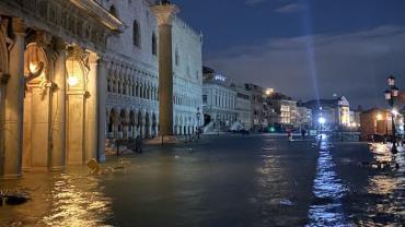 Após pior inundação em 53 anos, Veneza volta a ficar alagada