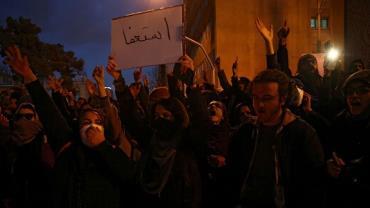 Iranianos saem às ruas para protestar contra governo do Irã