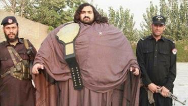Hulk Paquistanês, de 440 kg, procura esposa que tenha ao menos 100 kg