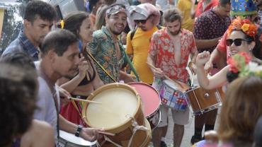 'Pré-carnaval' no Rio reúne quase um milhão de foliões