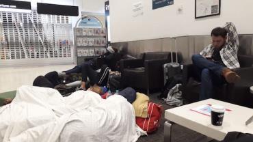Presos na Austrália: companhia aérea impede grupo de embarcar em voo de volta ao Brasil