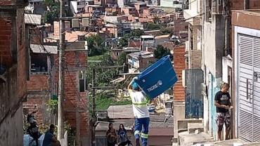 Sabesp expande ação e irá distribuir 2.400 caixas d'água em bairros de SP